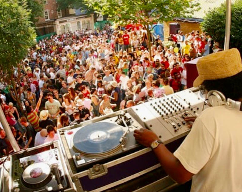 dj and crowd at notting hill carnival