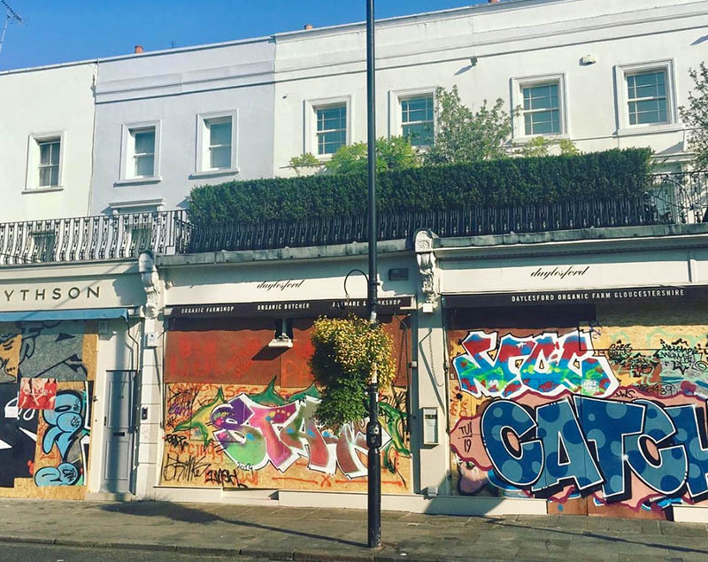 notting hill shops and graffiti