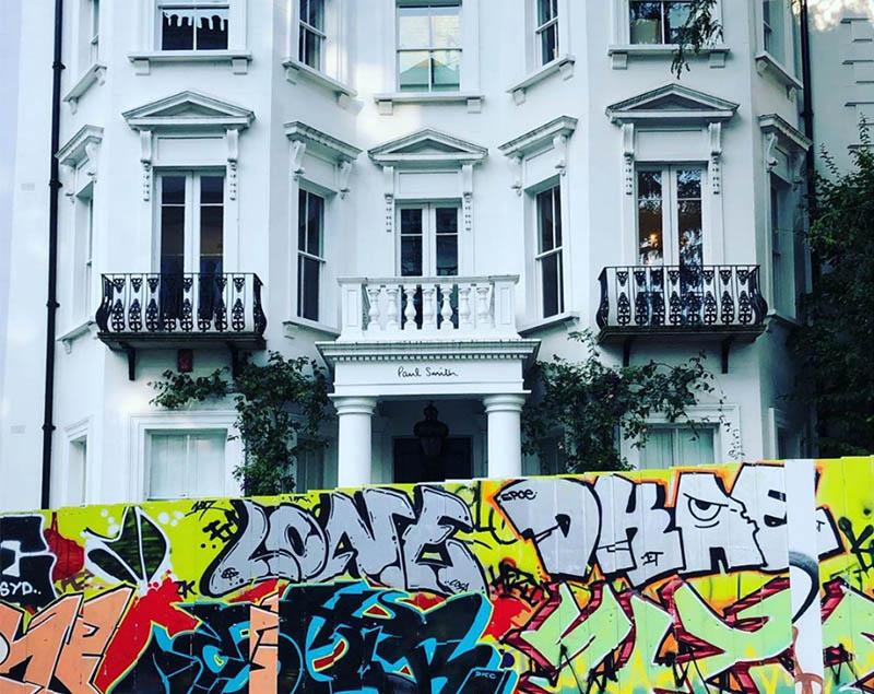 notting hill house and graffiti