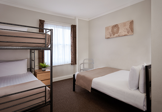 bunk and single beds in london hotel room